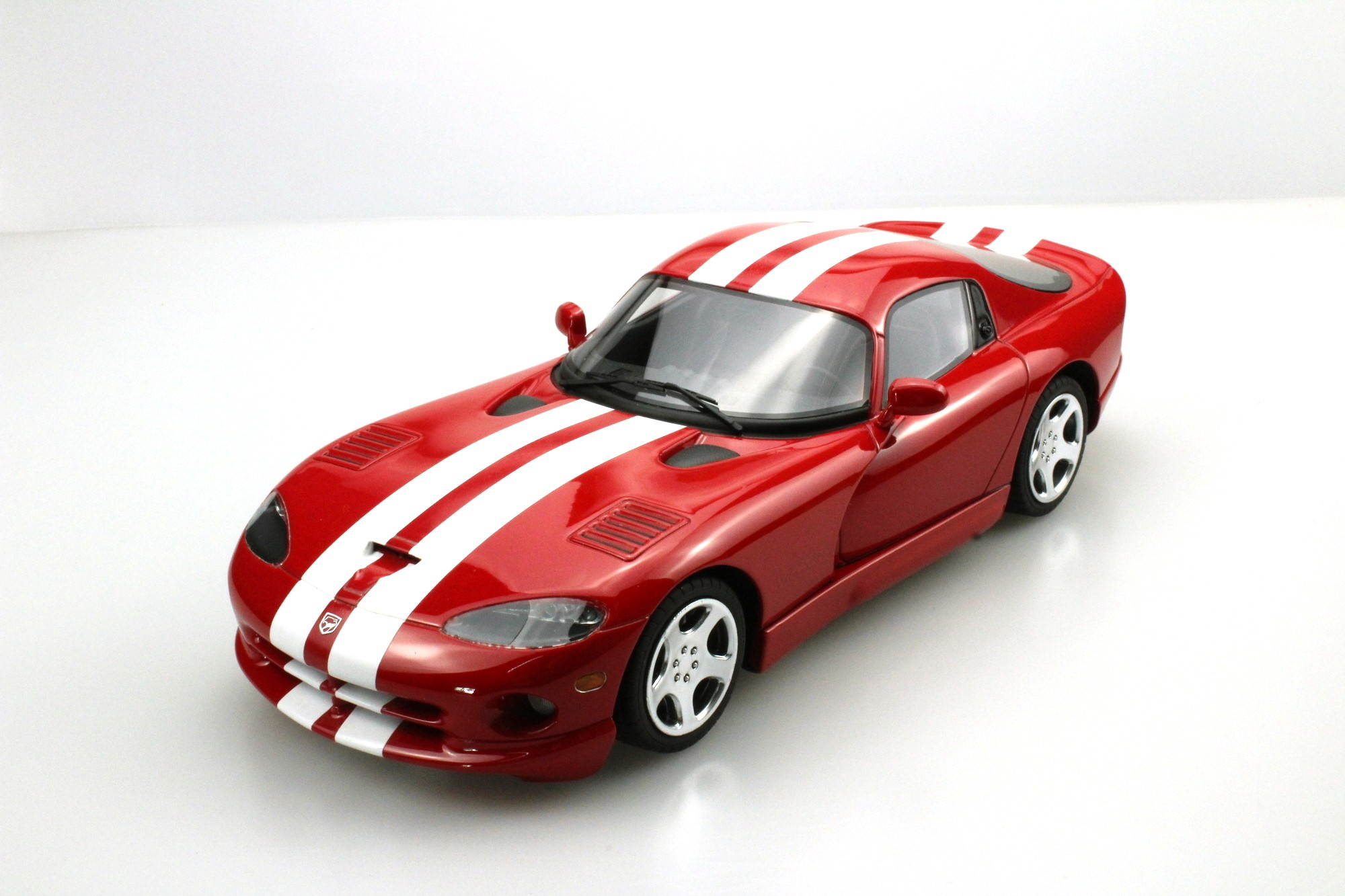 ls collectibles dodge viper gts 2002 1 18 red ls016b. Black Bedroom Furniture Sets. Home Design Ideas