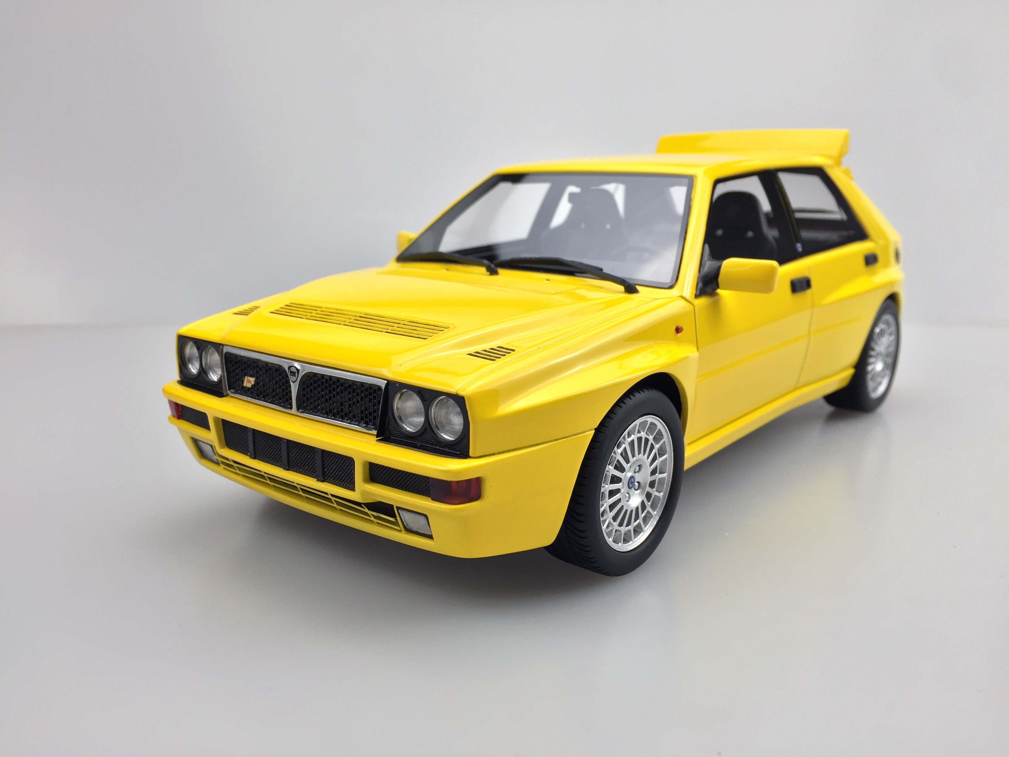 ls collectibles lancia delta integrale evolution ii 1 18 yellow ls034a. Black Bedroom Furniture Sets. Home Design Ideas