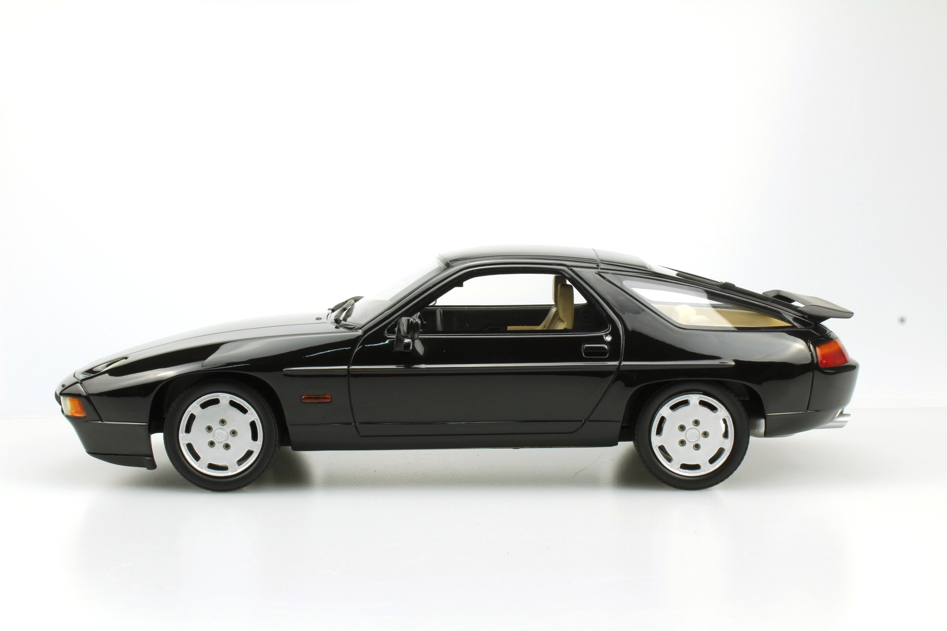 Ls Collectibles Porsche 928 S4 1 18 Black Ls022b
